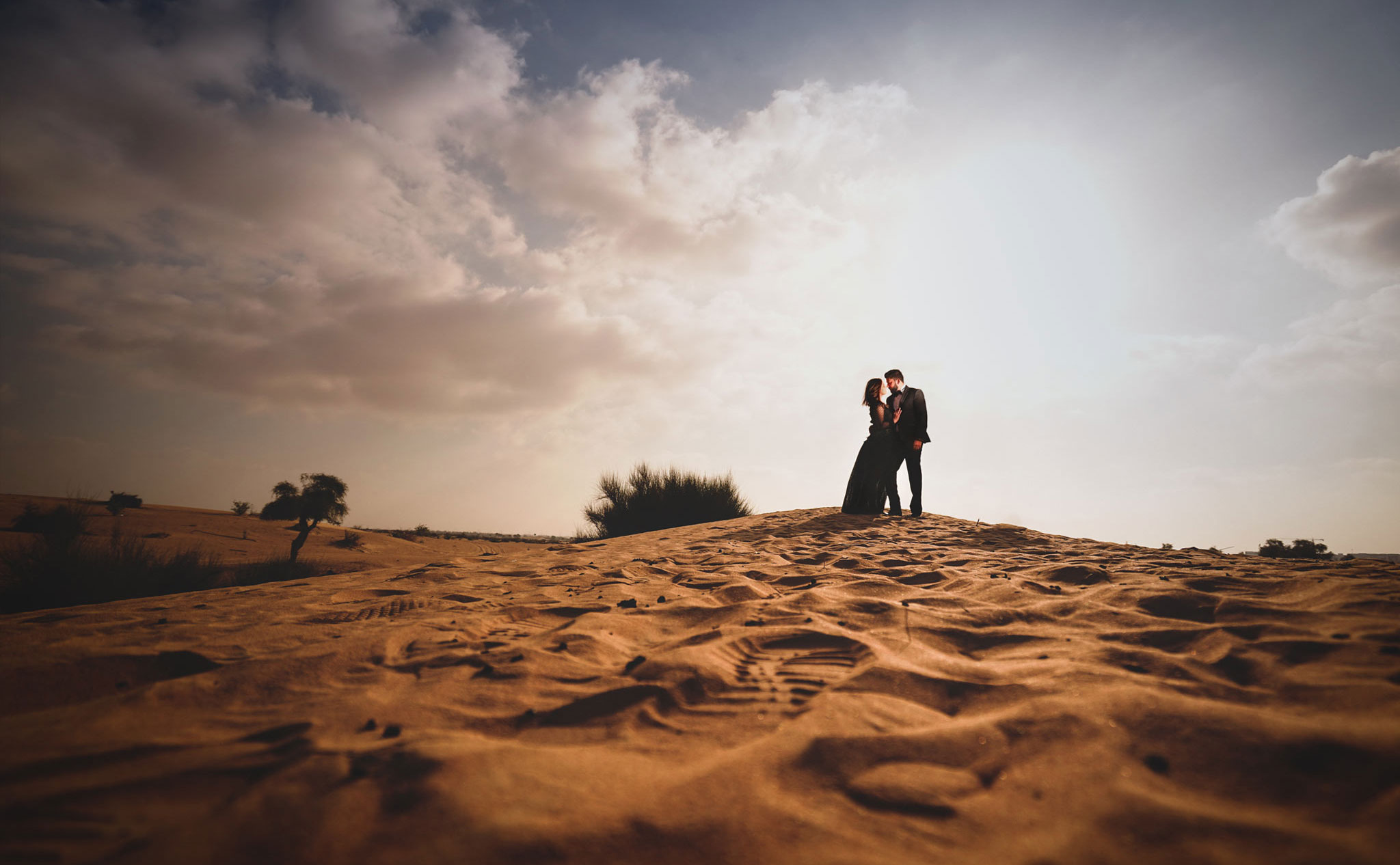 silhouette-Couple-Shoot-Dubai-Desert---2
