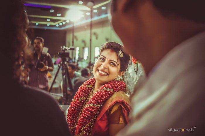 Kerala bride smiles at the groom